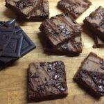 Fazolové brownies se slaným karamelem
